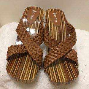 Shoes - Beat feet wooden sandals size 8M